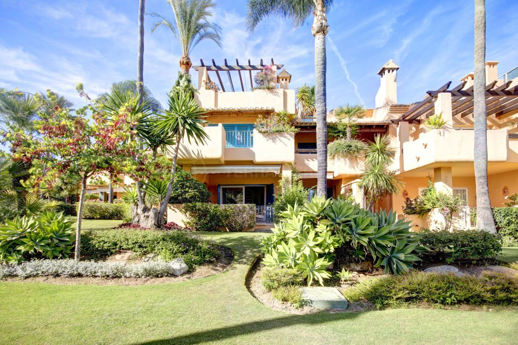 Estepona, Beautiful 4 bedroom townhouse for sale in Alcazaba Townhouses, Estepona