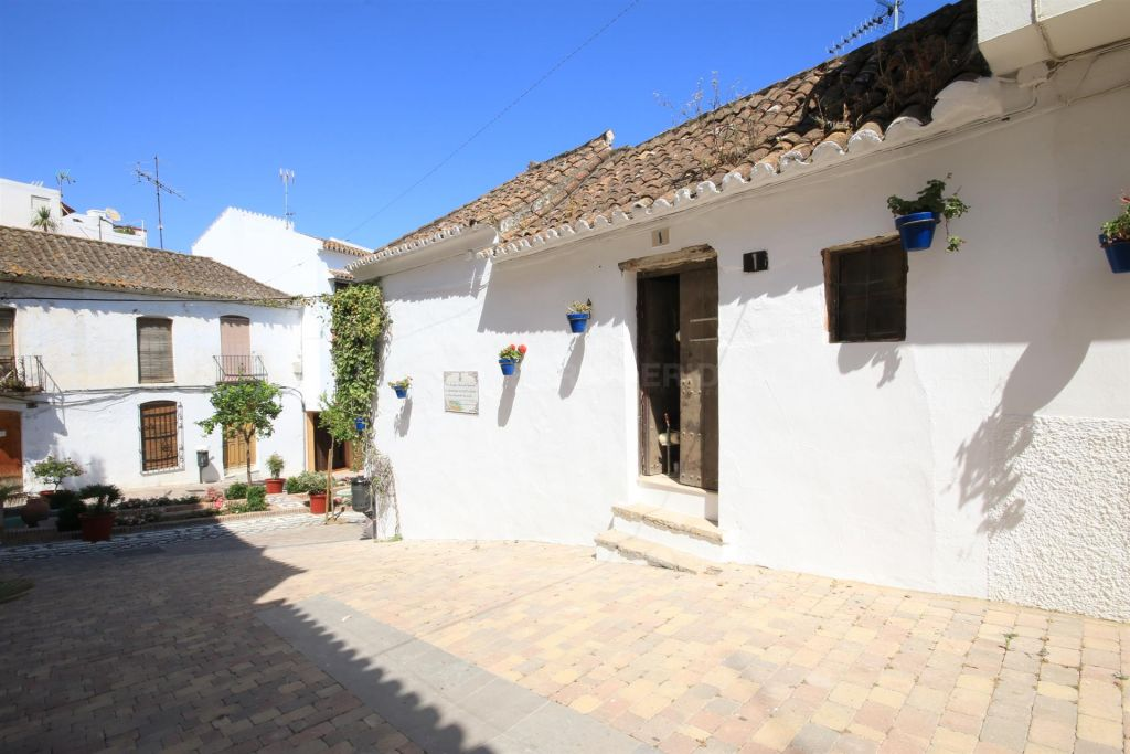 Estepona, Large townhouse for sale in the old town of Estepona, walking distance to the beach