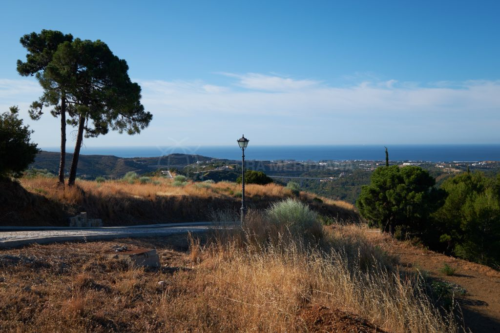 Benahavis, 3 large plots with villa projects and building licenses approved for sale in the elite Monte Mayor Country Club, Benahavis