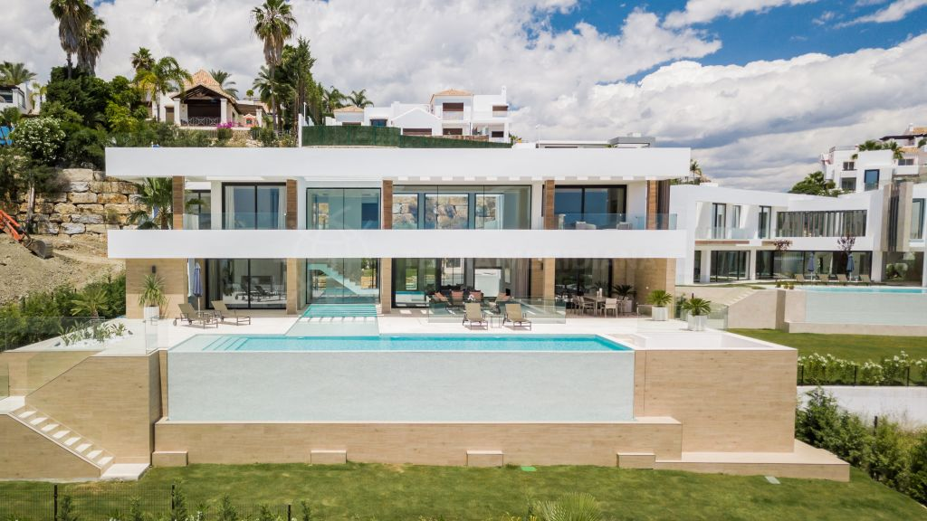 Benahavis, Impressive contemporary luxury villa with a sea and golf panorama for sale in prime La Alqueria, Benahavis