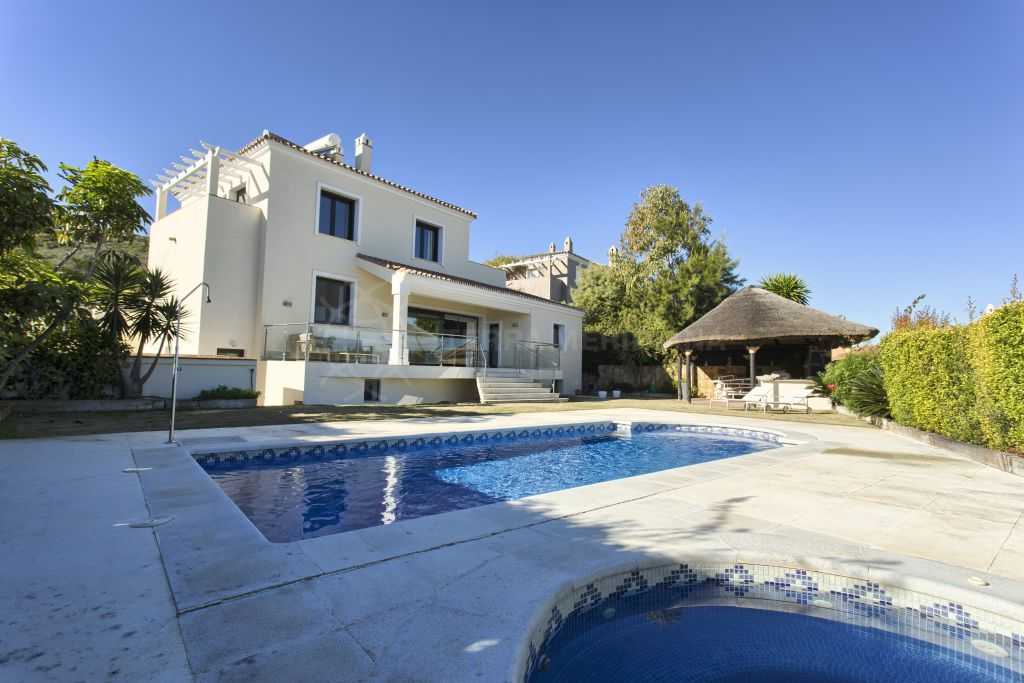 Manilva, Elegantly upgraded luxury villa with games room overlooking the Mediterranean for sale in La Duquesa, Manilva