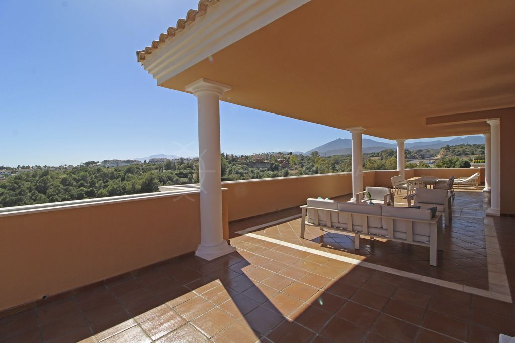 Marbella Golden Mile, Luxury duplex penthouse surrounded by a scenic panorama for sale in the small and ultra-luxe development of La Quinta del Virrey, Marbella Golden Mile