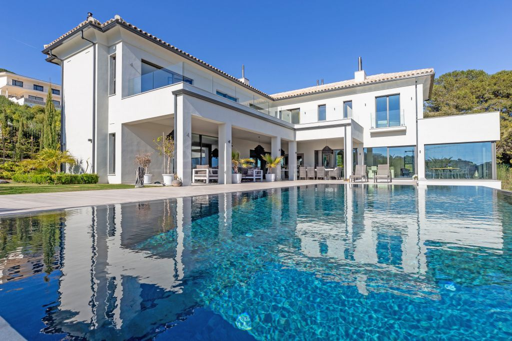 Sotogrande, Legendary front line golf contemporary villa with postcard-perfect views for sale in the highly coveted La Reserva, Sotogrande