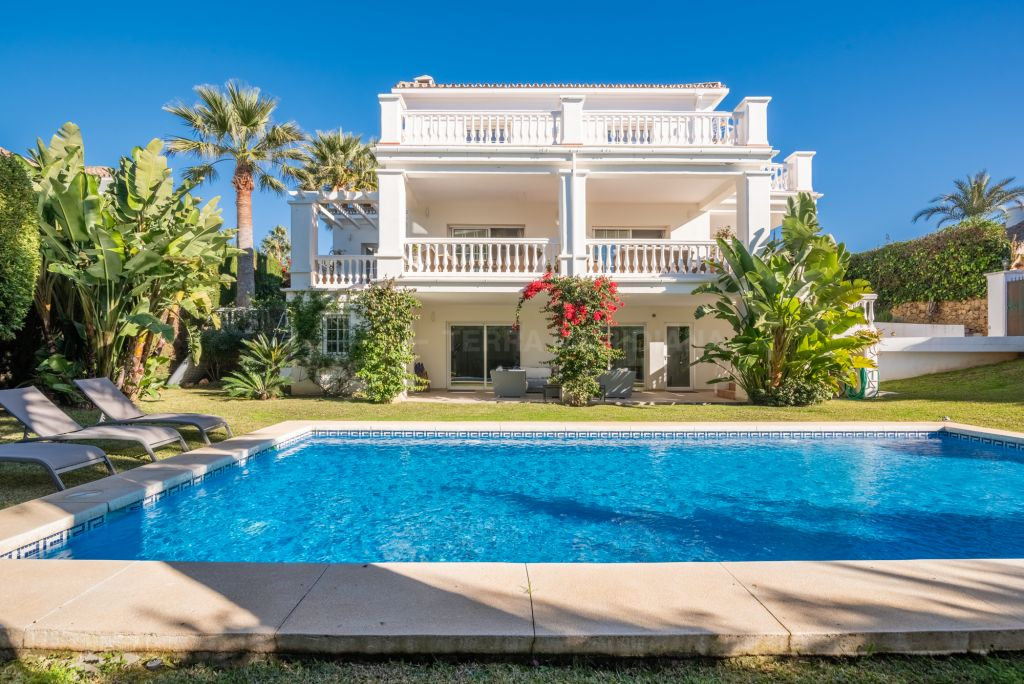 Nueva Andalucia, Modern neoclassical style south facing luxury villa for sale in Parcelas del Golf, Nueva Andalucia, Marbella