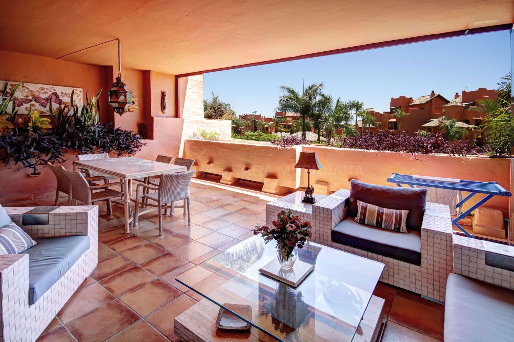 Estepona, Luxury Beachside 3 bedroom apartment for sale in Las Nayades situated on the New Golden Mile, Estepona