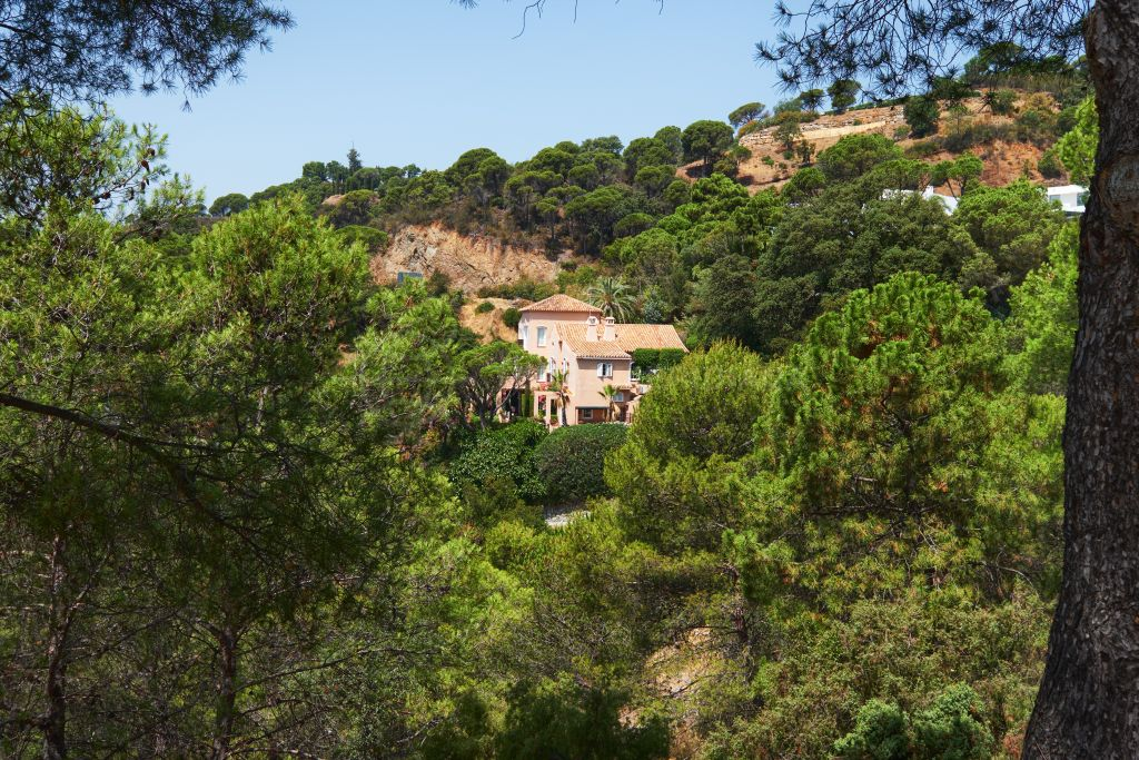 Benahavis, Traditional luxury villa with guest apartment and sea views in a gorgeous wooded setting for sale in El Madroñal, Benahavis