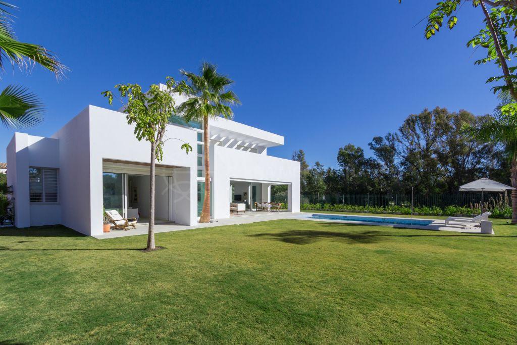 San Pedro de Alcantara, Exclusiva villa contemporánea junto al mar en venta en Casasola, Guadalmina Baja, San Pedro de Alcántara