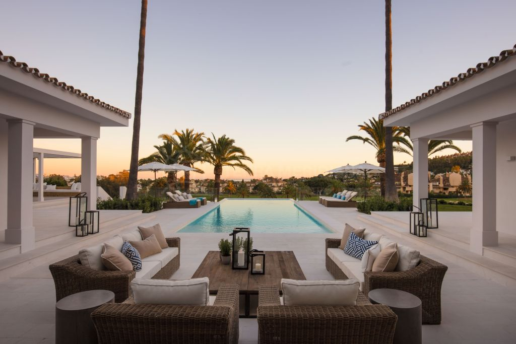 Nueva Andalucia, Recently renovated frontline golf luxury villa with breathtaking vistas for sale in La Cerquilla, Nueva Andalucia, Marbella