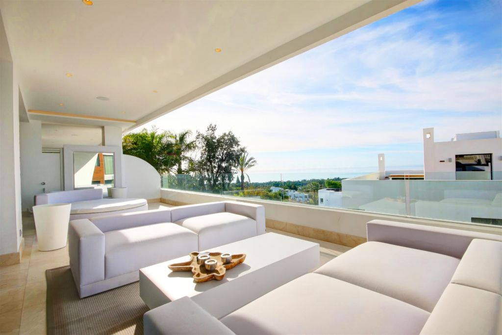 Marbella Golden Mile, Duplex penthouse apartment for rent in La Reserva de Sierra Blanca, with panoramic sea views