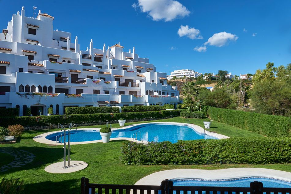Estepona, Exceptional brand new south facing apartment with large terrace for sale in the gated community of Golf Hills, Estepona