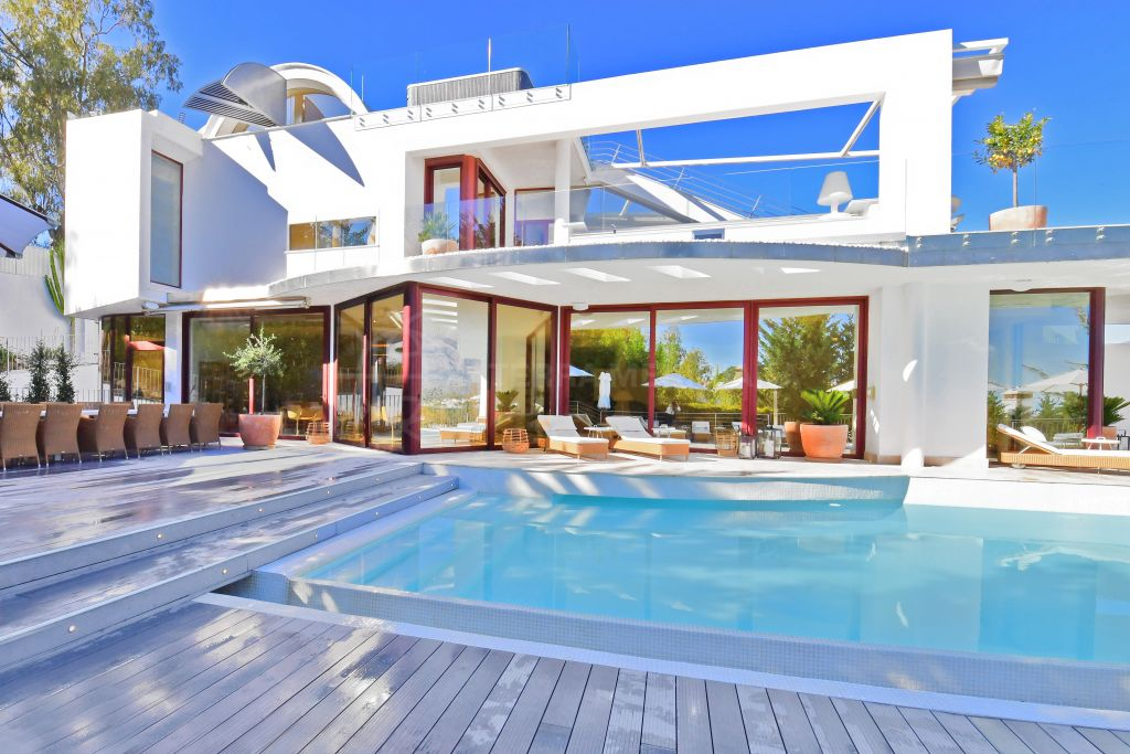 Nueva Andalucia, Avantgarde luxury 7 bedroom villa with rooftop terrace and panoramic views for sale in Nueva Andalucia, Marbella
