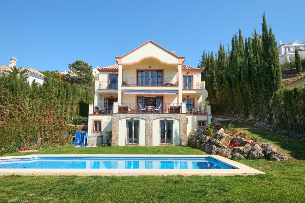 Benahavis, Spacious Mediterranean style 5 bedroom villa with scenic vistas for sale in Puerto del Capitan, Benahavis