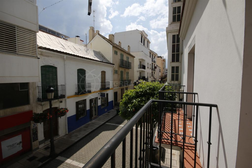 Estepona, Townhouse for sale in superb location on the main street in Estepona centre, old town, 100m from the beach