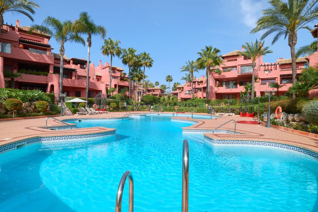 Estepona, Spacious ground floor apartment in the luxury seafront development of Menara Beach, New Golden Mile, Estepona