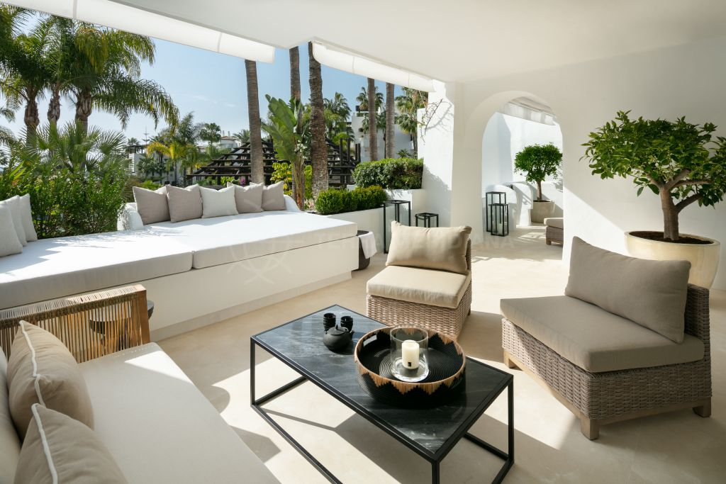 Marbella Golden Mile, Recently refurbished elevated ground floor apartment for sale in the iconic beachfront development of Puente Romano, Marbella Golden Mile