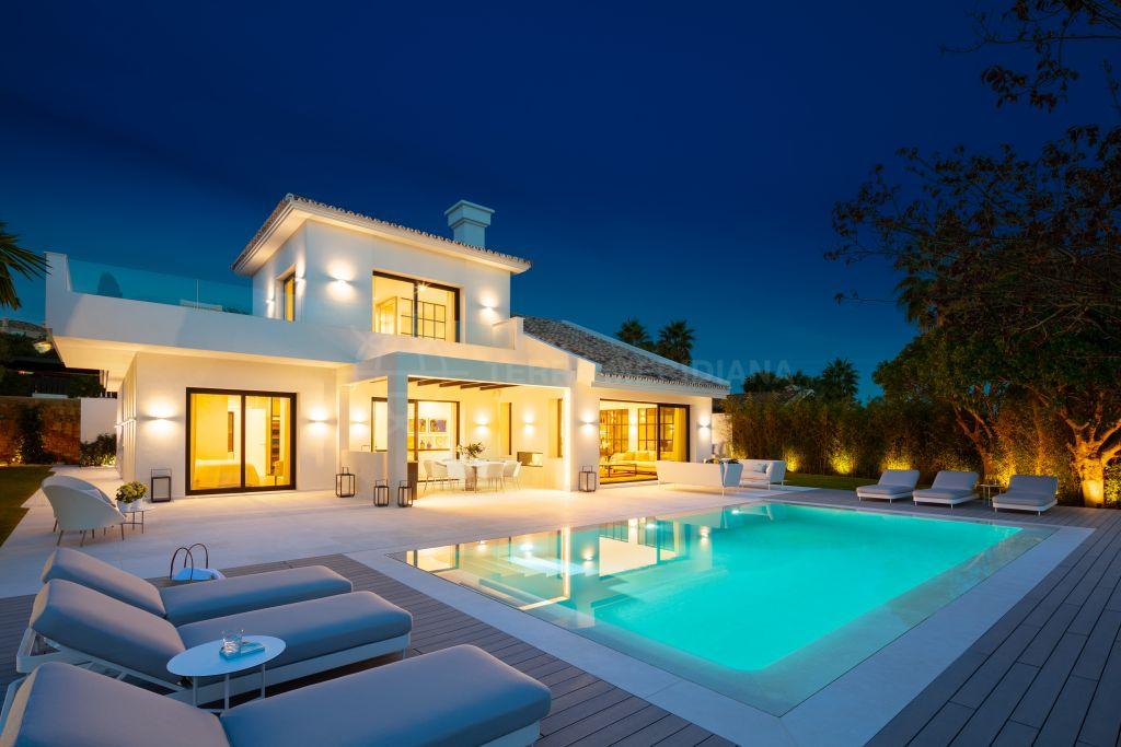 Nueva Andalucia, Villa recientemente reformada de lujo de estilo mediterráneo con vistas panorámicas al golf en venta en Los Naranjos Golf, Nueva Andalucía, Marbella