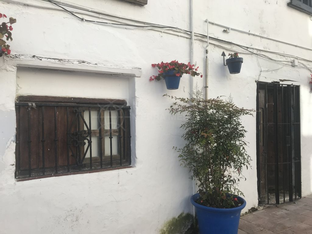 Estepona, Commercial premises for sale in Estepona centre, on one of the main streets very close to the beach