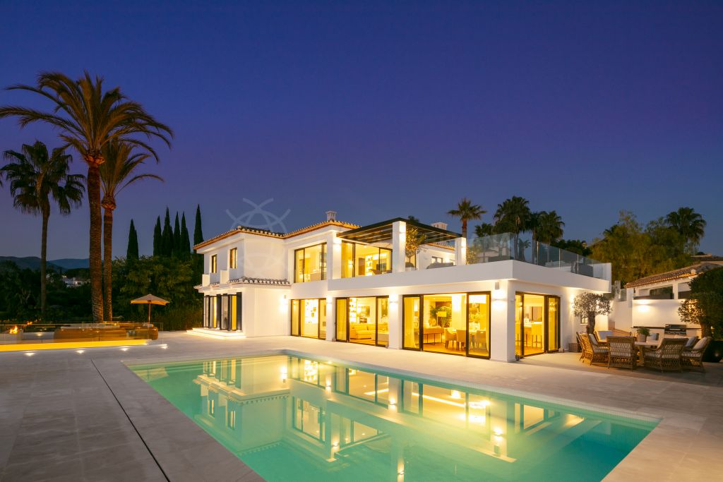 Nueva Andalucia, One-of-a-kind frontline golf luxury villa with awe-inspiring views for sale in Los Naranjos, Nueva Andalucia, Marbella