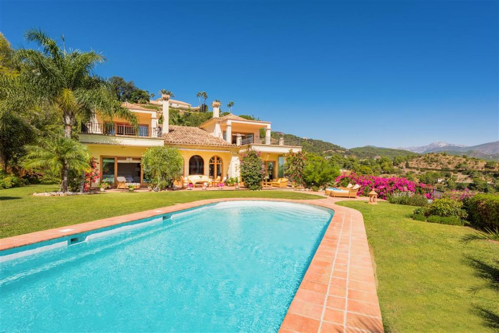 Benahavis, Exquisite villa with separate apartment affording unparalleled views of the Mediteranean for sale in El Madroñal, Benahavis