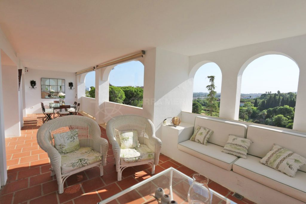 Benahavis, Gorgeous frontline golf corner apartment with wraparound terrace for sale in Balcones de La Quinta, Benahavis
