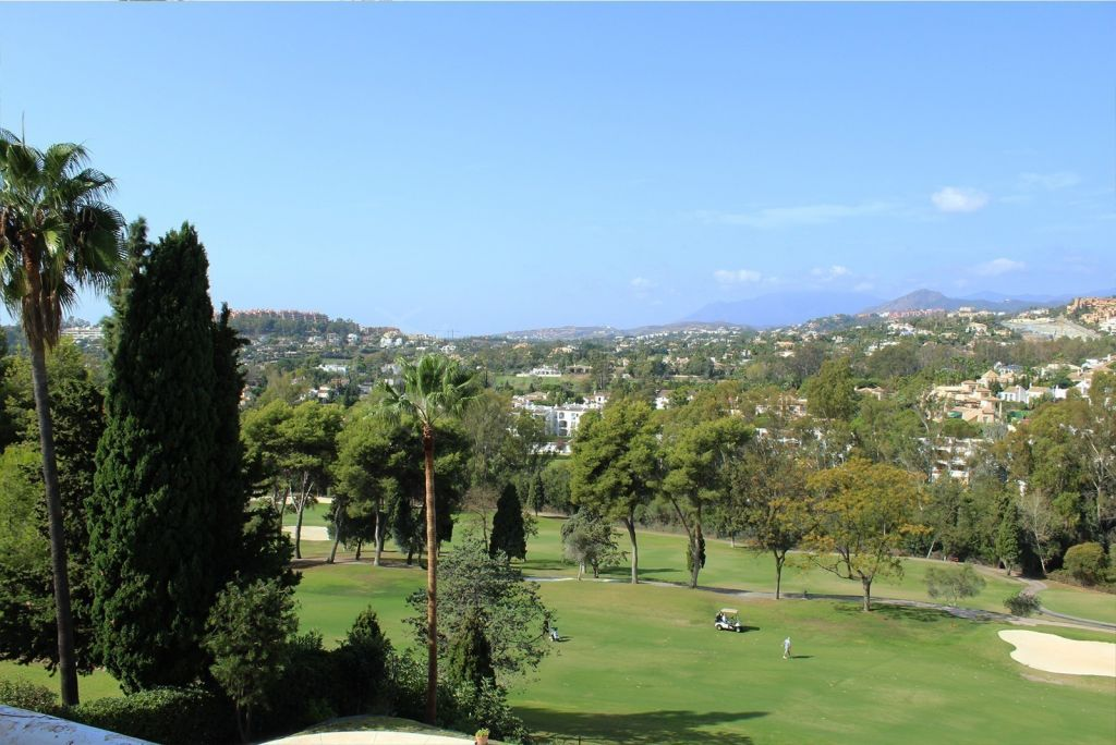 Nueva Andalucia, Spacious frontline golf plot with phenomenal views and license for a contemporary turnkey villa for sale in Aloha Golf, Nueva Andalucia, Marbella