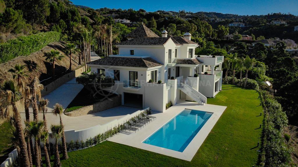 Benahavis, Brand new custom-designed contemporary villa with views of the Mediterranean skyline for sale in La Zagaleta, Benahavis
