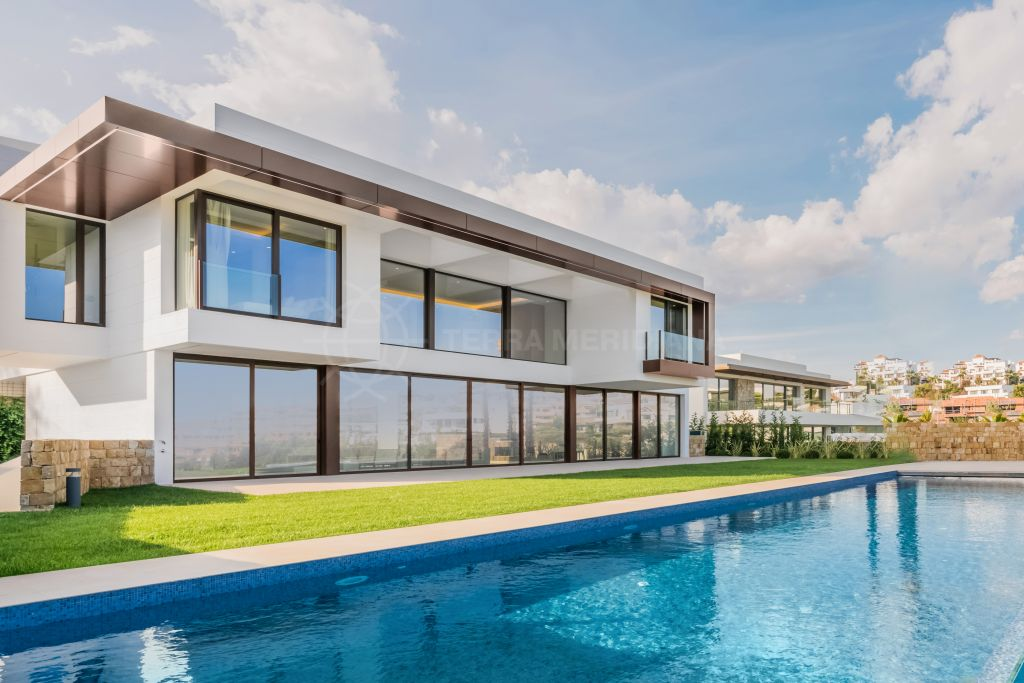 Benahavis, Contemporary and bold brand new villa with sweeping golf views for sale in Condes de Luque, Capanes Sur, Benahavis