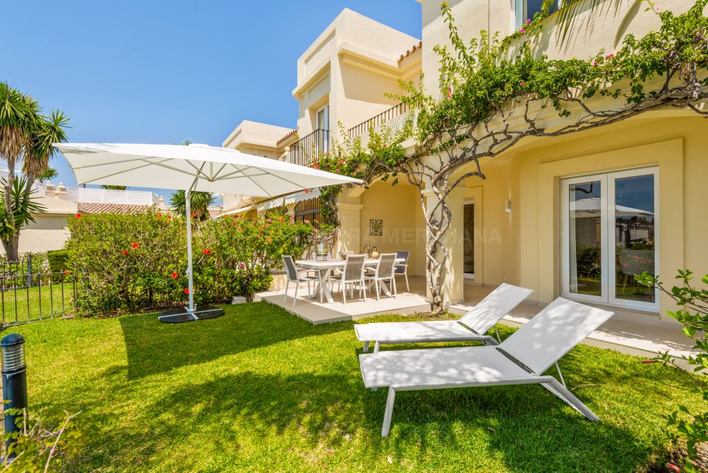 Benahavis, Elegantly renovated south-facing townhouse with views towards the sea and mountains for sale in La Quinta Hills, Benahavis