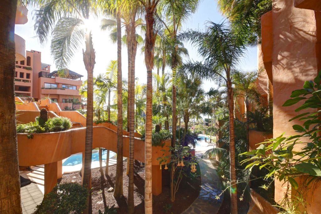 Estepona, Excellent value and excellently located studio in The Kempinski Hotel, Estepona