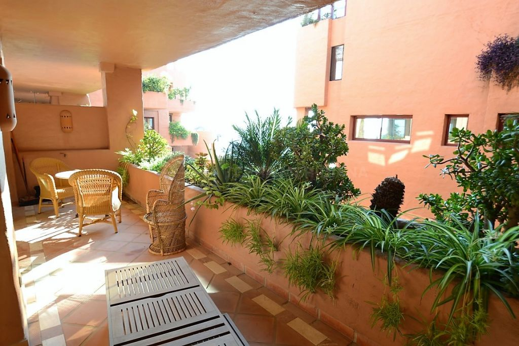 Estepona, Beautiful one bedroom apartment for sale in the front line beach private wing of the 5 stars hotel Kempinski