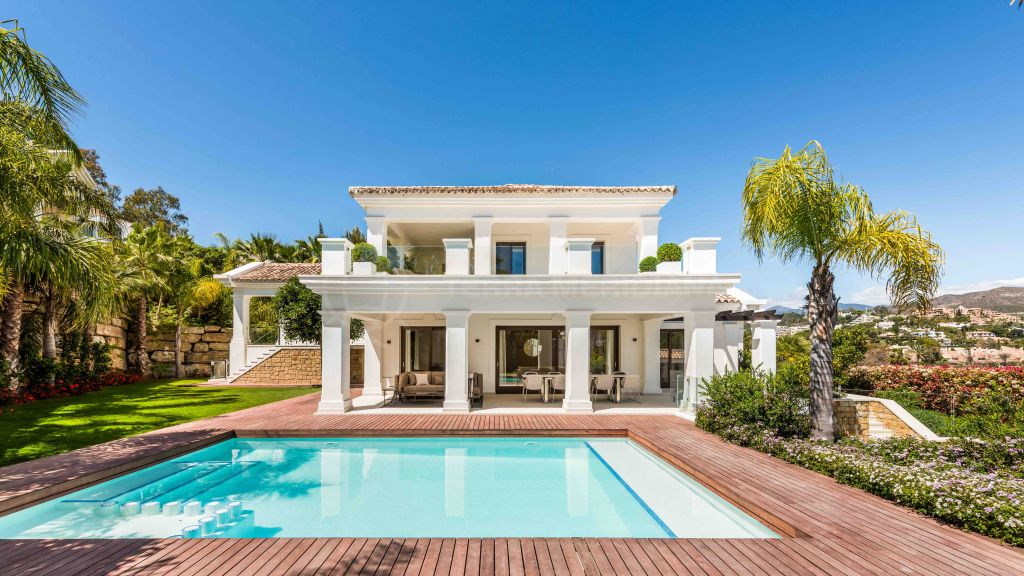 Nueva Andalucia, Timeless contemporary villa with deluxe spa and scenic mountain views for sale in Las Brisas, Nueva Andalucia, Marbella
