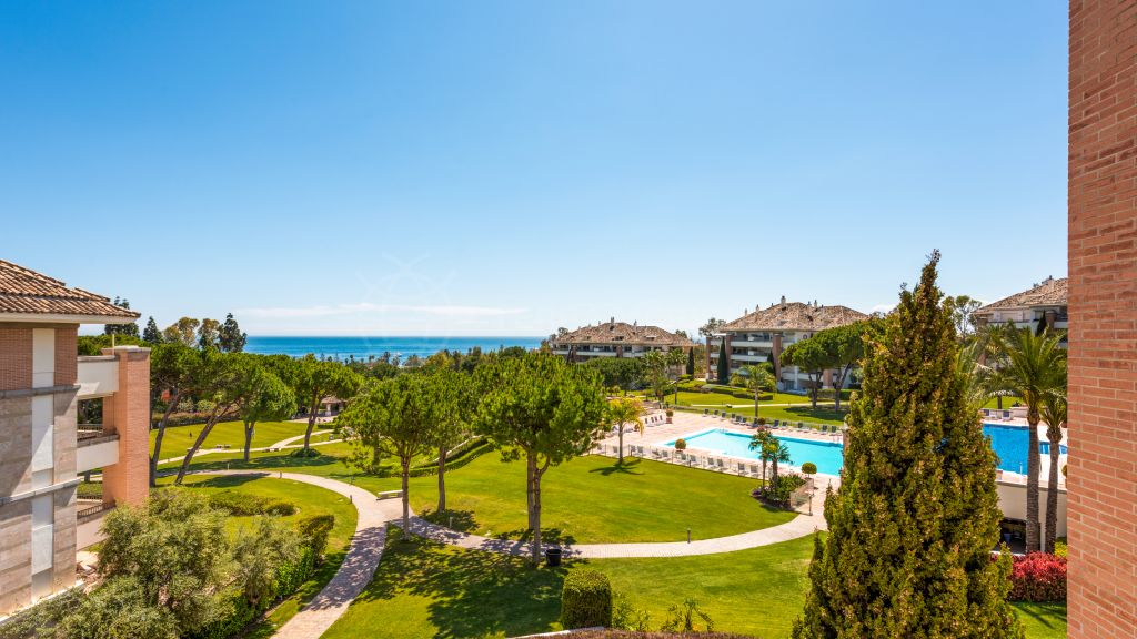 Marbella Golden Mile, Exclusive apartment with exquisite designer finishes and sea views for sale in the prestigious development of La Trinidad, Marbella Golden Mile