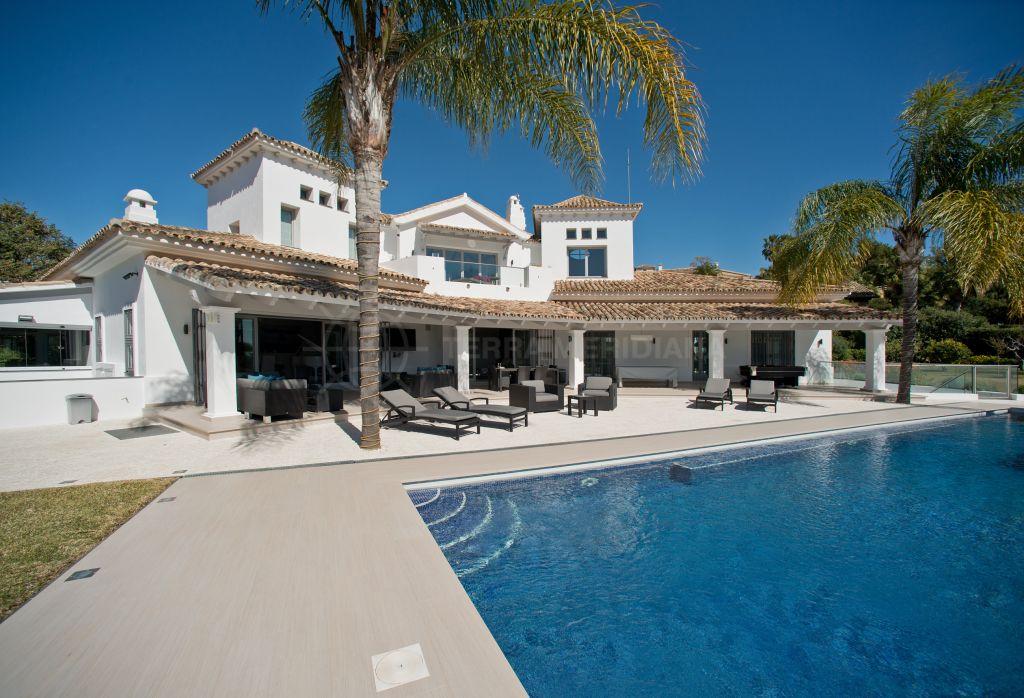 Benahavis, Elegant 6 bedroom villa with sparkling blue vistas of the Mediterranean for sale in Vega del Colorado, Benahavis