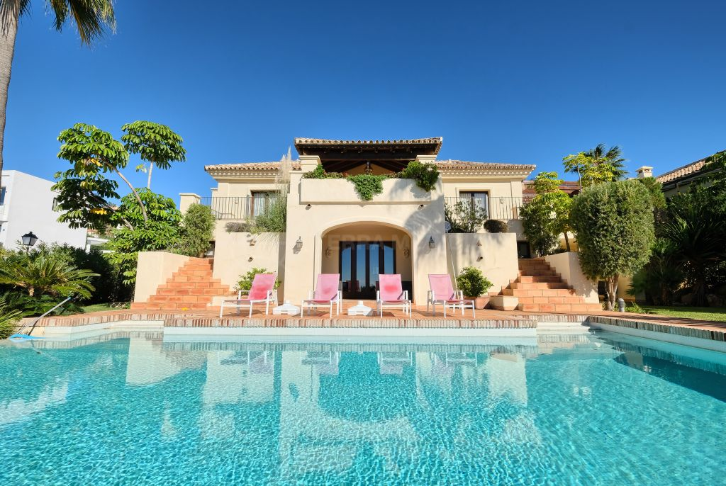 Benahavis, Elegant classical style south facing villa with scenic sea views for sale in Mirador del Paraiso, Benahavis