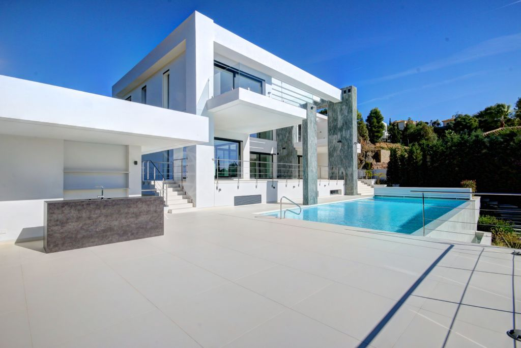 Benahavis, Newly built South facing modern villa with sea views in private community Vega del Colorado for sale, Benahavís