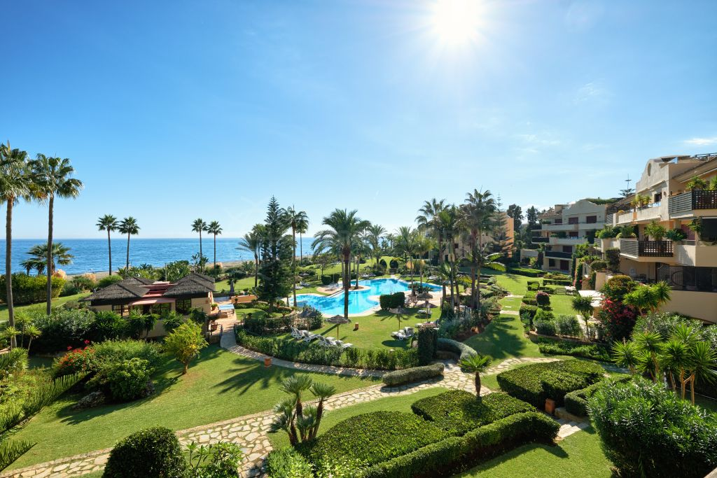 Estepona, Recently renovated south facing beachfront luxury apartment for sale in Costalita del Mar, New Golden Mile, Estepona