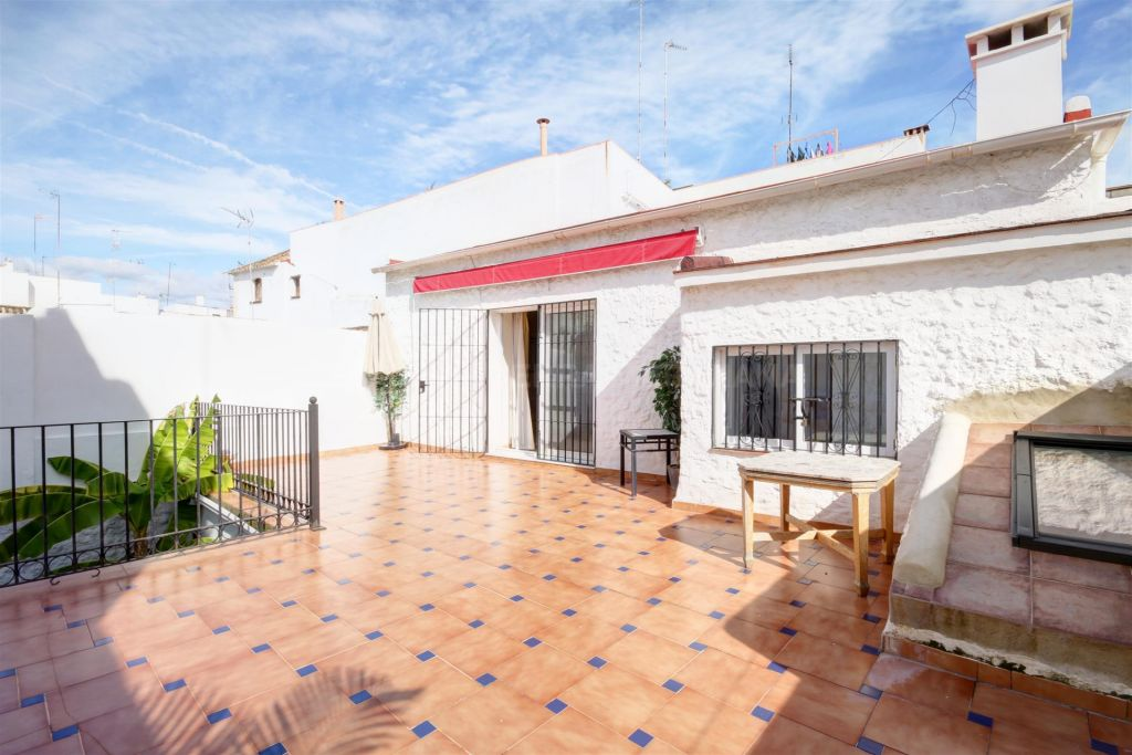 Estepona, Large townhouse for sale in Estepona Centre, walking distance to the beach with large sunny terrace