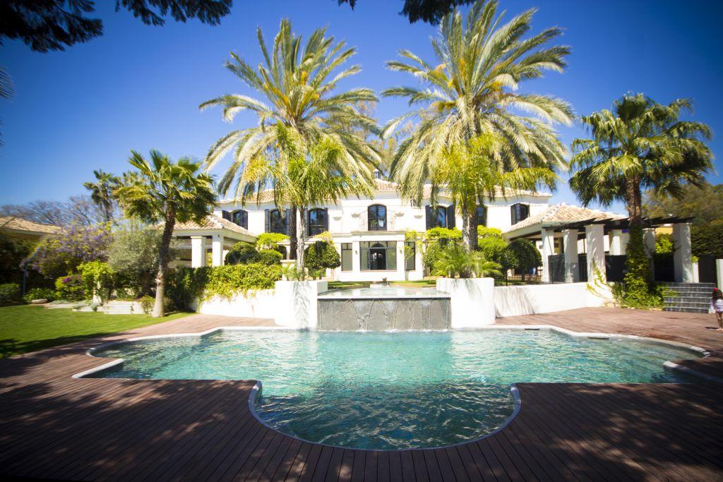 San Pedro de Alcantara, Exclusive luxurious and innovative beachside villa for sale in Guadalmina Baja, San Pedro de Alcantara