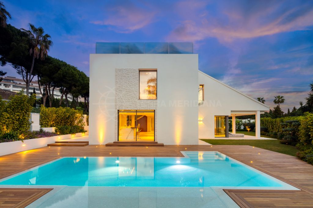 Nueva Andalucia, Superbly designed 2 storey villa with solarium for sale in Nueva Andalucia, Marbella