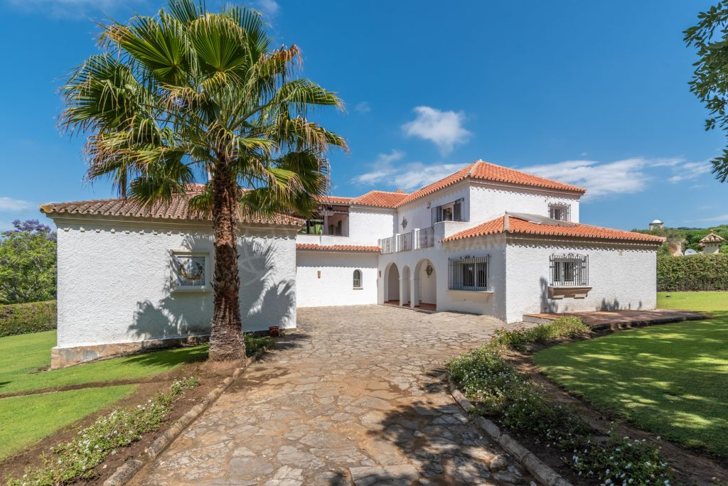 Sotogrande, Recently refurbished 4 bedroom villa set in extensive grounds for sale in Valderrama Golf, Sotogrande