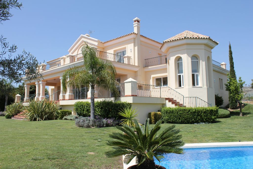 Benahavis, Classic Mediterranean style villa with panoramic city-to-sea views for sale in the chic development of Los Flamingos, Benahavis