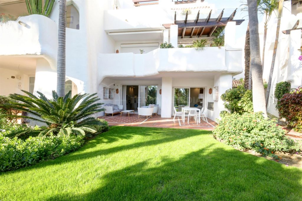Marbella - Puerto Banus, Beautifully reformed 2 bedroom ground floor apartment for sale in Ventura del Mar, Marbella