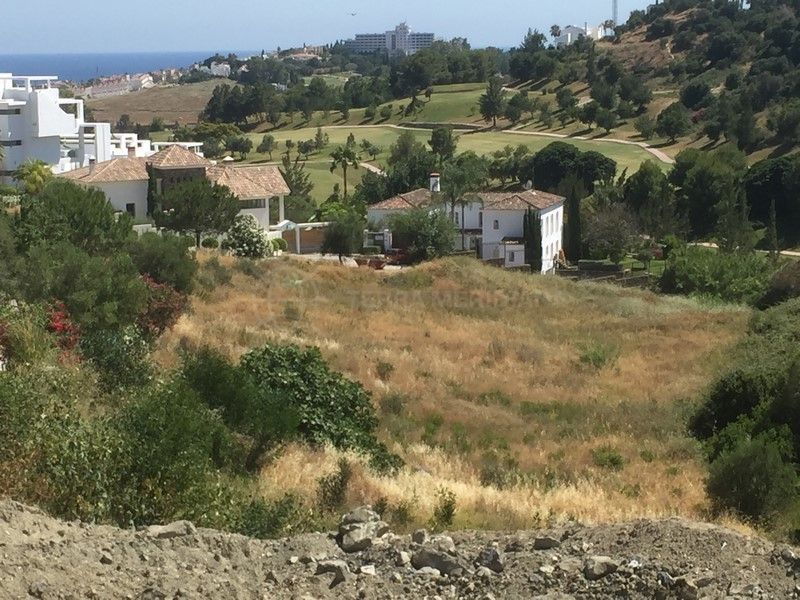 Benahavis, Spacious plot with sea views for sale in the prestigious and tranquil neighbourhood of Capanes Sur, Benahavis