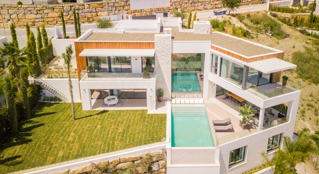 Benahavis, Brand new one of a kind 6 bedroom contemporary villa with glorious views for sale in La Alqueria, Benahavis