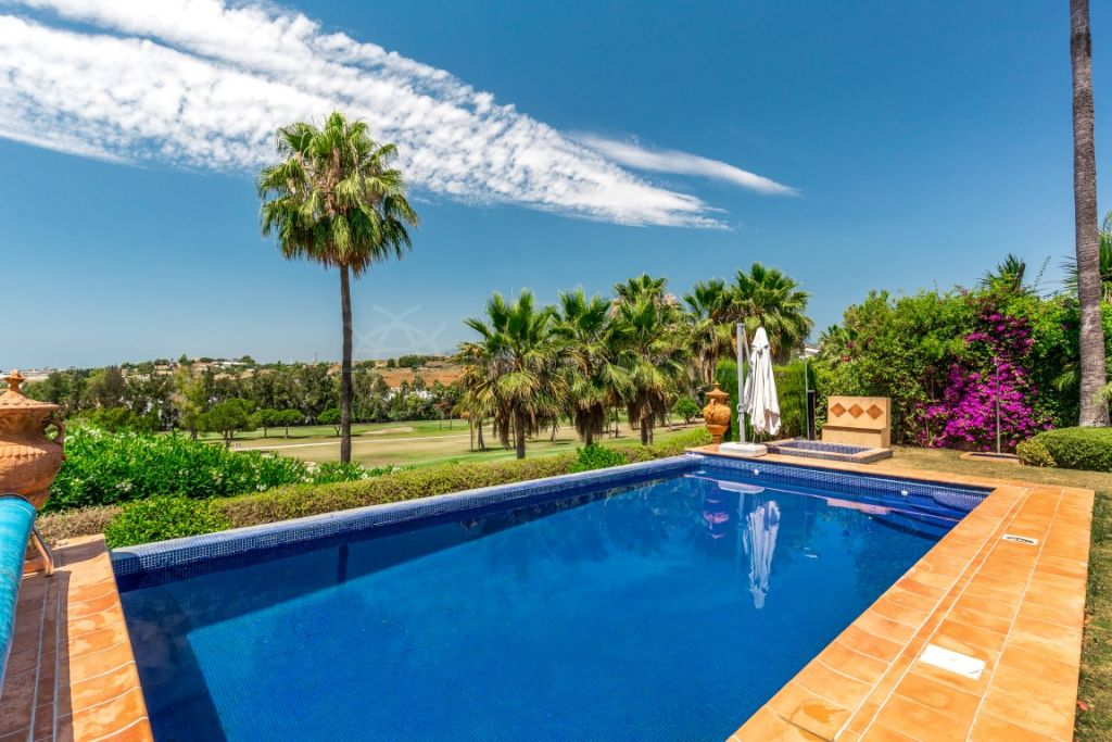 Nueva Andalucia, Classically modern frontline golf villa with exceptional views for sale in Los Naranjos Golf, Nueva Andalucia