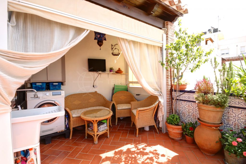 Estepona, Townhouse for sale in move in condition in the old town of Estepona Center, 5 minutes from the beach