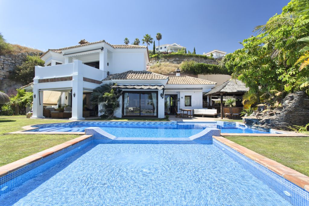 Benahavis, Notable luxury villa with unobstructed sea views for sale in Puerto del Almendro, Benahavis