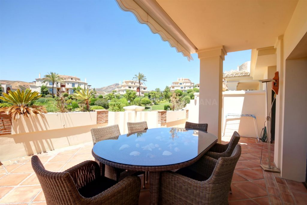 Benahavis, 3 bedroom 2nd floor apartment for sale in prestigious complex Capanes del Golf, Benahavis