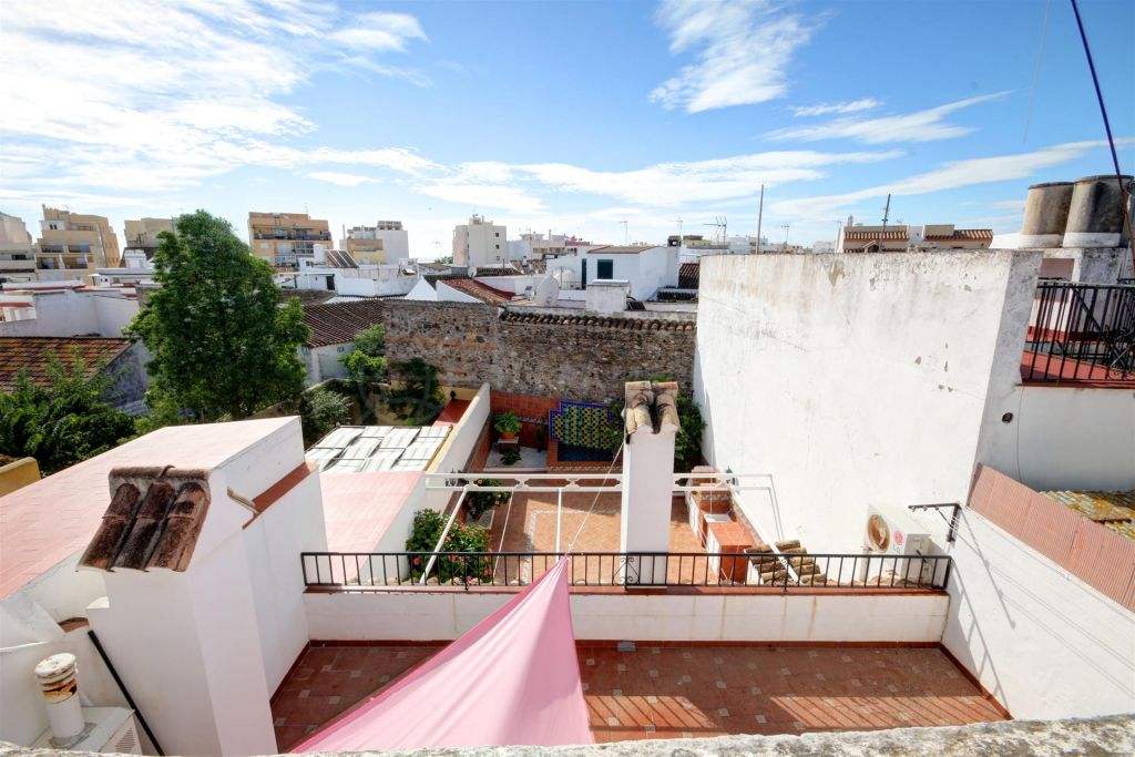 Estepona, Large town house for sale in the old town of Estepona with the possibility of a pool and separate garage included