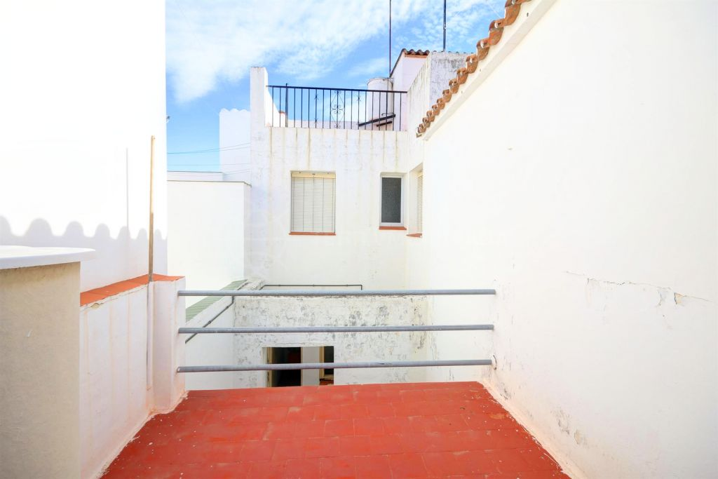 Estepona, Corner townhouse for sale in the old town of Estepona, with patio and sunny terrace
